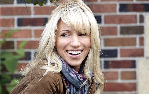 Debbie Gibson Shoe Size and Body Measurements