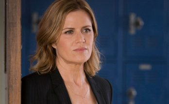 Kim Dickens Shoe Size and Body Measurements
