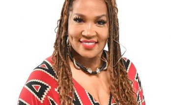 Kym Whitley Shoe Size and Body Measurements