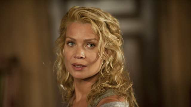Laurie Holden Shoe Size and Body Measurements