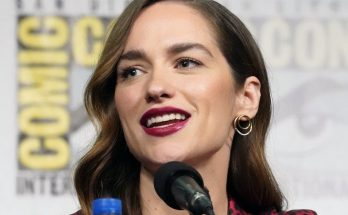 Melanie Scrofano Shoe Size and Body Measurements