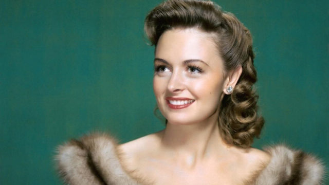 Donna Reed Shoe Size and Body Measurements