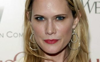 Stephanie March Shoe Size and Body Measurements