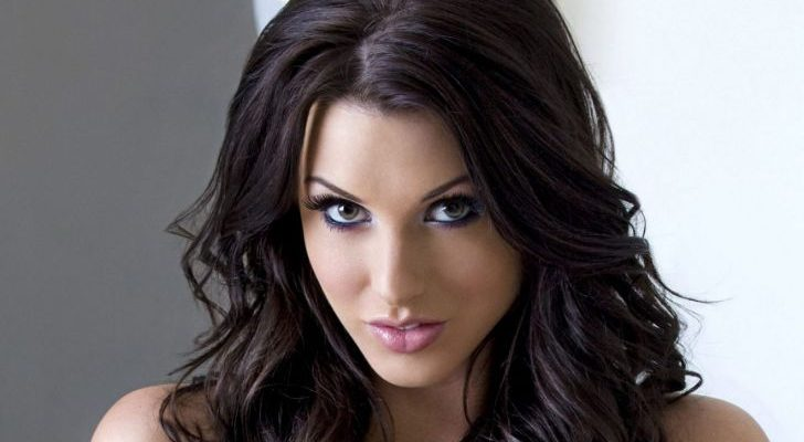 Alice Goodwin Shoe Size and Body Measurements