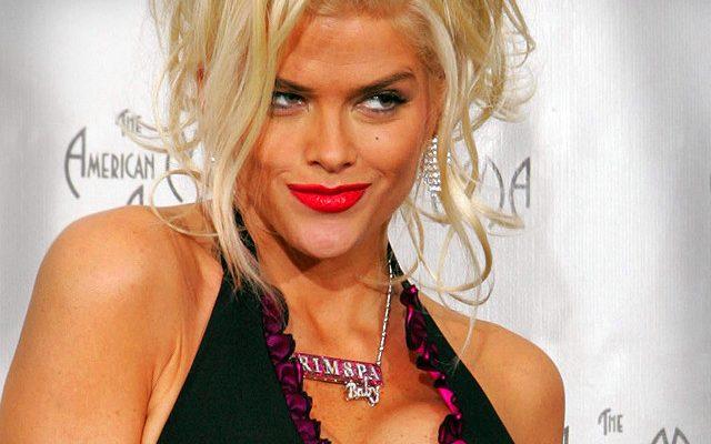Anna Nicole Smith Shoe Size and Body Measurements