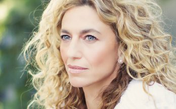 Claudia Black Shoe Size and Body Measurements