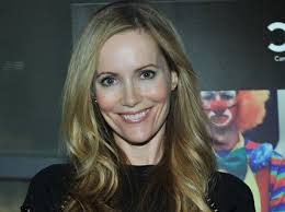 Leslie Mann Shoe Size and Body Measurements