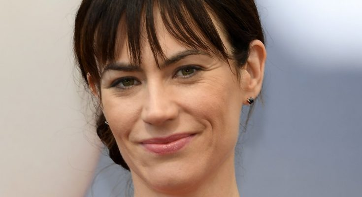 Maggie Siff Shoe Size and Body Measurements