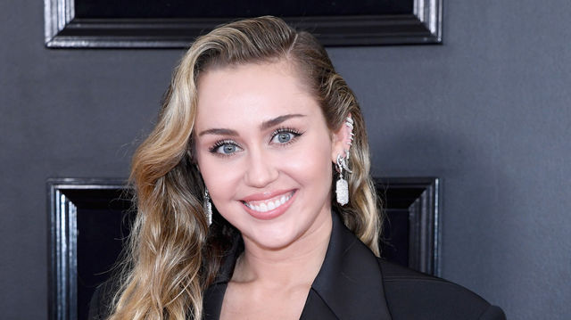 Miley Cyrus Shoe Size and Body Measurements