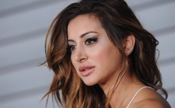 Noureen DeWulf Shoe Size and Body Measurements