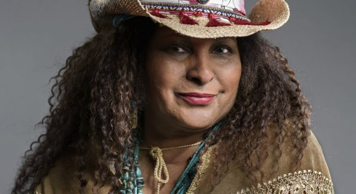 Pam Grier Shoe Size and Body Measurements