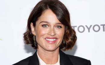 Robin Tunney Shoe Size and Body Measurements