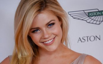 Witney Carson Shoe Size and Body Measurements