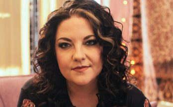 Ashley McBryde Shoe Size and Body Measurements