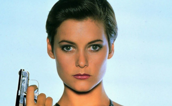 Carey lowell Shoe Size and Body Measurements
