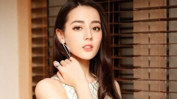 Dilraba Dilmurat Shoe Size and Body Measurements