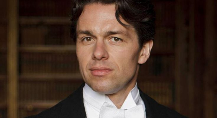 Julian Ovenden Shoe Size and Body Measurements