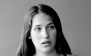 Lola Kirke Shoe Size and Body Measurements