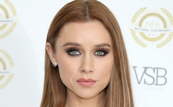 Una Healy Shoe Size and Body Measurements