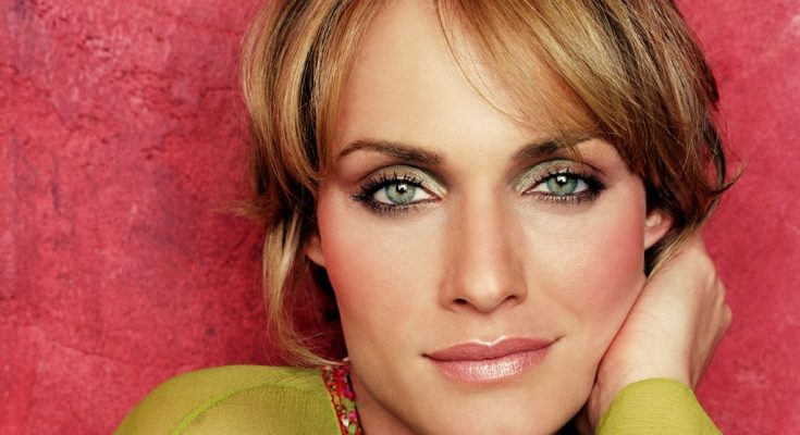 Amber Valletta Shoe Size and Body Measurements