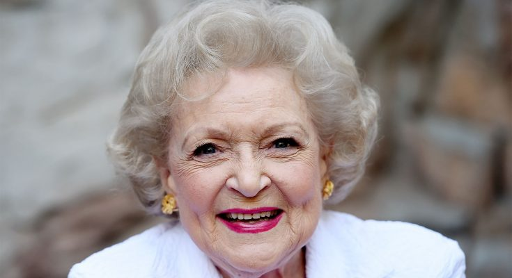 Betty White Shoe Size and Body Measurements