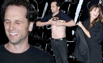 Matthew Rhys Shoe Size and Body Measurements