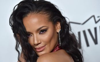 Selita Ebanks Shoe Size and Body Measurements