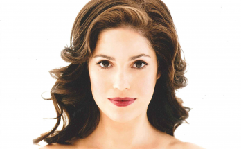 Ana Ortiz Shoe Size and Body Measurements