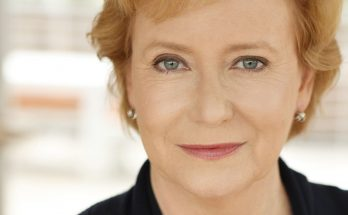 Eve Plumb Shoe Size and Body Measurements