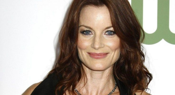 Laura Leighton Shoe Size and Body Measurements