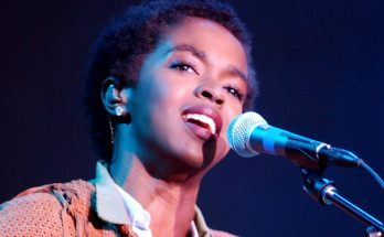 Lauryn Hill Shoe Size and Body Measurements